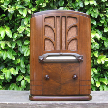 Vintage Art Deco General electric Model A-64 Tube Tombstone Radio - Radios