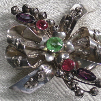 Hobe Brooch - Fine Jewelry