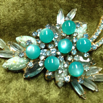 D&E Corn Kernal in Aqua.  - Costume Jewelry