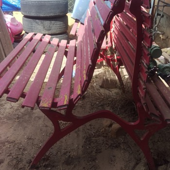 Unknown correct style of Bench