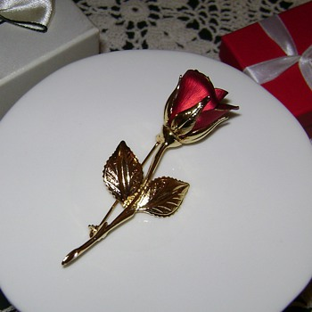 Vintage Giovani Rose Pin - Costume Jewelry