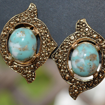 Sarah Coventry Earrings - Costume Jewelry
