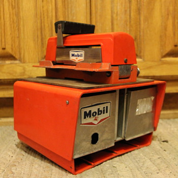 Mobil 57-1968 Imprinter+lock box  any information about its use and value? - Petroliana