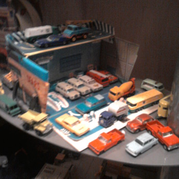 Sears vinyl fold out service center with matchbox cars...