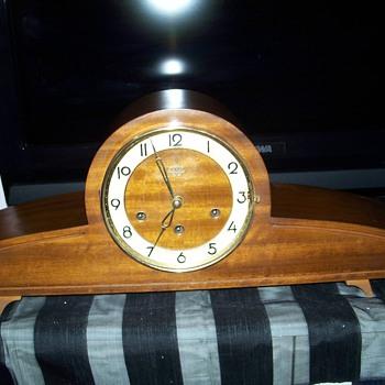 Urgos Abbey Mantle Clock