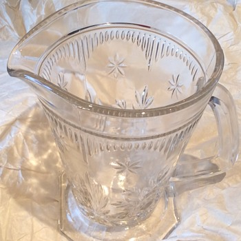 18 x 14 1/2 cm vintage glass jug