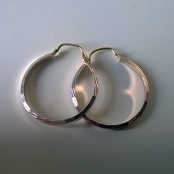 .333/8ct Gold Hoop Earrings Out Of Silver Haul - Cost 20 CENTS