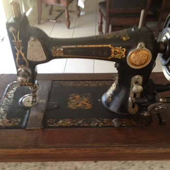DUCHESS Hand Crank Sewing Machine - Sewing