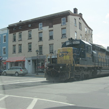 "CSX ""street running"" in the amazing antiques town of Hudson NY"