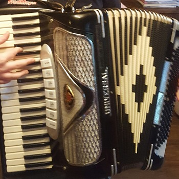 Universal Accordionn - Musical Instruments