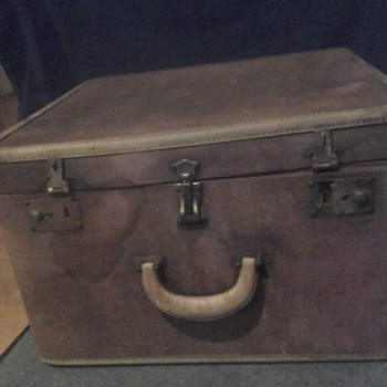 Oshkosh vintage train luggage satin lining real nice