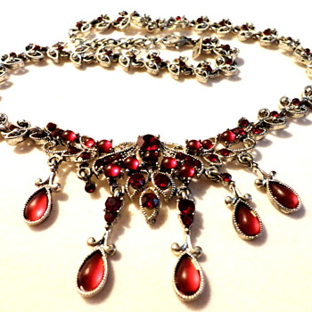 Victorian inspired Ruby Rhinestone Cabochons festoon necklace - Costume Jewelry