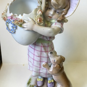 Lovely porcelain girl and puppy - Figurines