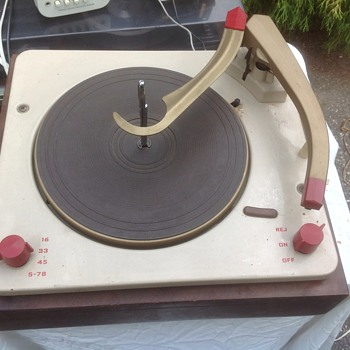 old stereo turntable