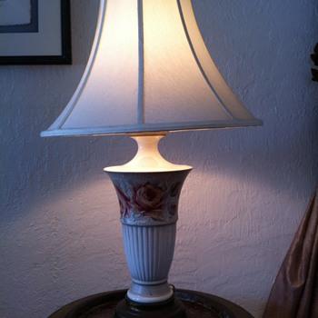 Vintage KAYE Roses Lamp