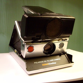 SX-70 Sonar Polaroid Land Camera With Film &amp; Flashcubes