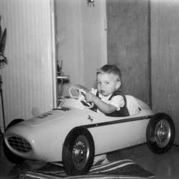 Ferrari pedal car - Model Cars