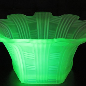 Hexagonal Uranium Glass Bowl