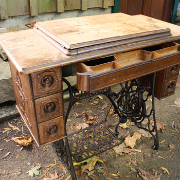 Singer Treadle Sewing Machine (1914)