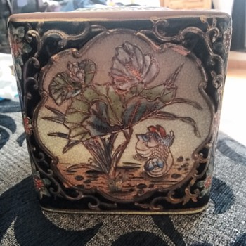 Chinese vase or ginger box
