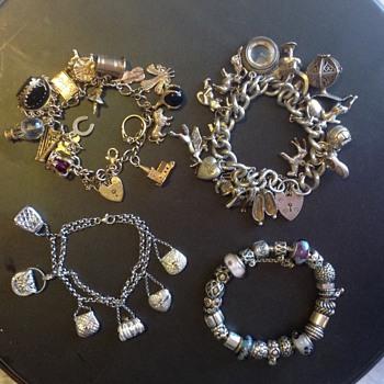 4 Charm bracelets - Fine Jewelry