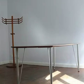 ARNE-JACOBSEN dining-table FRITZ HANSEN