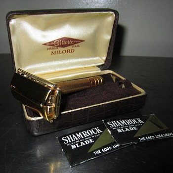 VTG 1940's Gillette Milord Safety Razor w/ blades & Case  - Accessories