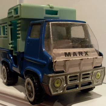 1968 Louis Marx - Mighty Marx series camper RV - Model Cars