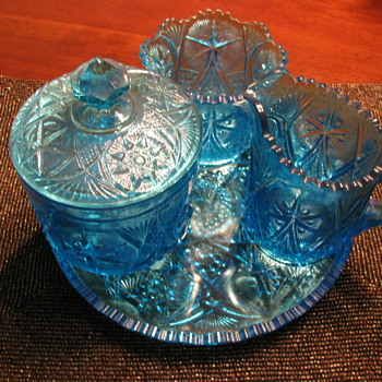 A Wheaton set in Blue !!!   Picture with Flash On and Flash Off ..... - Glassware
