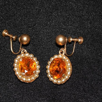 Gorgeous Gold Tone Orange and Pearl screw on earrings