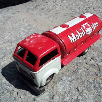 Unkown Maker ( Haji ?) Japanese Tin Mobilgas Friction Truck - Model Cars