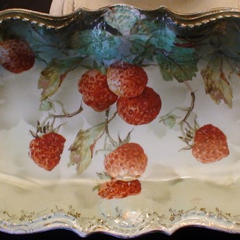 Erdmann Schlegelmilch  Prov Sxe  antique handpainted Strawberries plate - China and Dinnerware