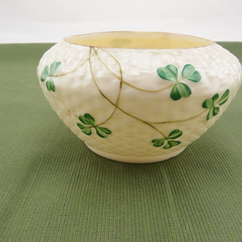 Belleek Shamrock sugar bowl - 3rd black mark - Pottery