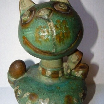Italian Art Pottery CAT Still Bank 1944?  Do you know the artist? - Pottery