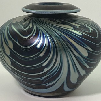 Charles Lotton Aventurine & Cobalt Pulled Feather vase, 1984 - Art Glass