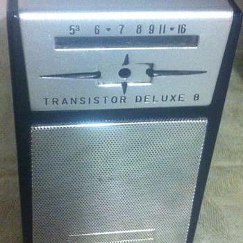 Transistor Deluxe 8 radio.