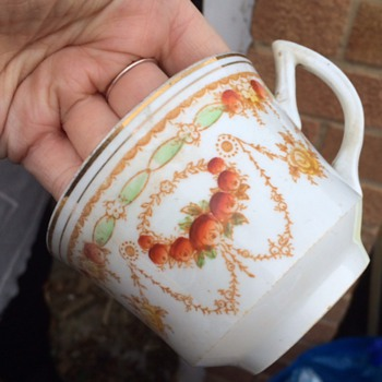 can anyone identify this? - China and Dinnerware