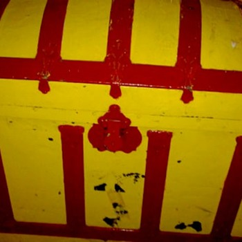 Painted antique trunk - Furniture