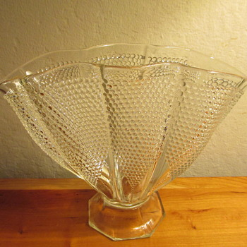 L. E. Smith Glass Company, Thousand Eye Fan Vase #1000, 1940 to 1958