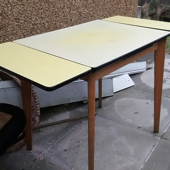 Formica table extending yellow top plain wood base in good condtion for year, formica was all the rage back in the day.