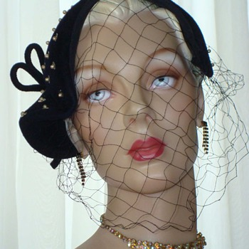 Divine Darling Does 1930s - a Flapper Style Cloche for Party Time - Hats