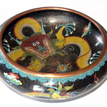A Chinese enamel coloisonne dragon bowl