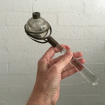 Gimbal handheld oil lamp