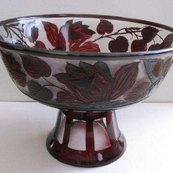 BOHEMIAN CAMEO BOWL - Art Glass