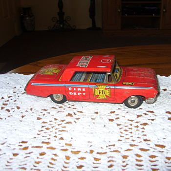 friction fire dept. car - Model Cars