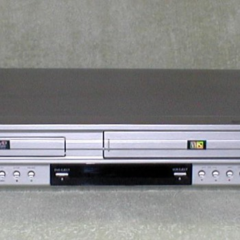 GO-VIDEO DVD & VCR Player