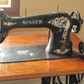 1903 working Singer Machine Nice shape - Sewing