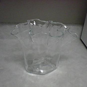 RUFFLED RIM VASE  - Art Glass
