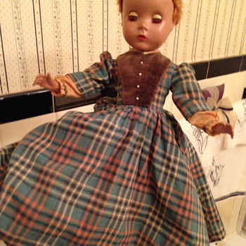 Can anyone identify this doll?
