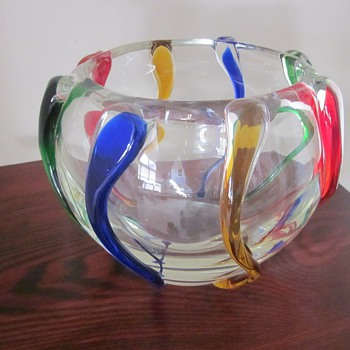 Large Art Glass Bowl...